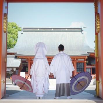【熊本店 前撮りより】神社の楼門下にて